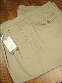 #163040. 46 REG. KHAKI Retail $  86.00 Cotton Casual Pants by CUTTER BUCK. CLASSIC PLEAT TWILL <font face=arial size=2><BR>Special Order Item.</font> <B>Item stocked by Manufacturer.  Allow up to 3 weeks for delivery.</B><br><b>This item re