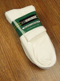 #317700.  . WHITE Retail $  12.00 Regular Sized Socks by EXTRA WIDE SOCK. 3-PACK ATHL QUARTER Whs A:  4