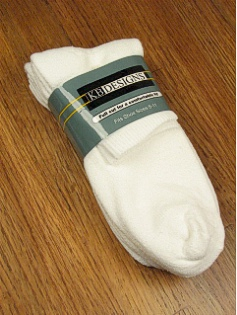 #081100.  . WHITE Retail $  12.00 Regular Sized Socks by EXTRA WIDE SOCK. 3-PACK ATHL QUARTER Whs A:  2 FW:  1