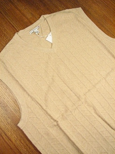 #262006. 4XL BIG. SAND Retail $  95.00 Sweaters by CUTTER BUCK. TEXTURED CHEVRON VEST Whs A:  1