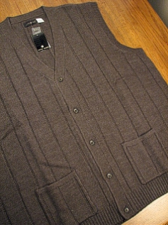 #058184. 3XL TALL. CHARCOAL Retail $  42.00 Sweaters by CTTON TRADERS. BUTTON FRONT VEST Whs A:  1