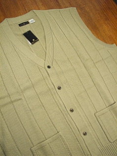 #081759. 3XL TALL. TAUPE Retail $  42.00 Sweaters by CTTON TRADERS. BUTTON FRONT VEST Whs A:  1